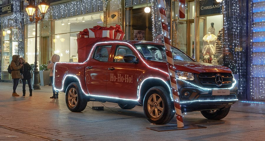 Risks of Decorating Your Car for the Winter Holidays